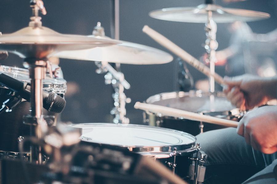 gra na perkusji